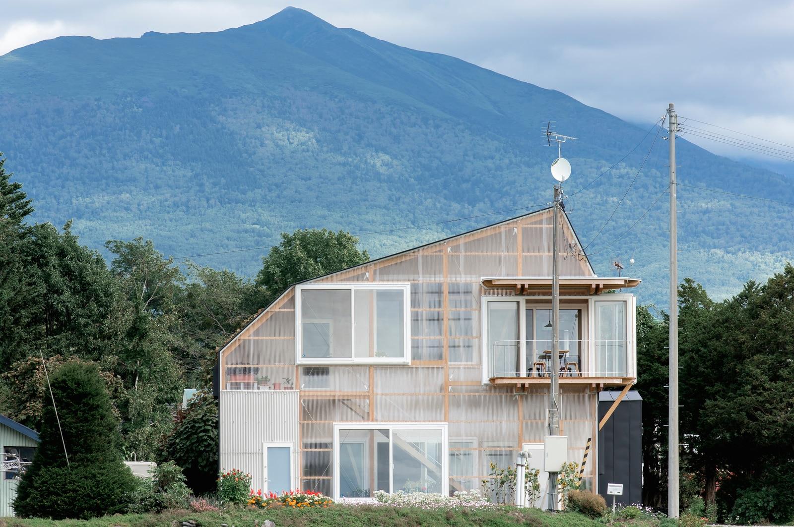 Facciata Casa Di Campagna yoshichika takagi + associates ristruttura una casa di