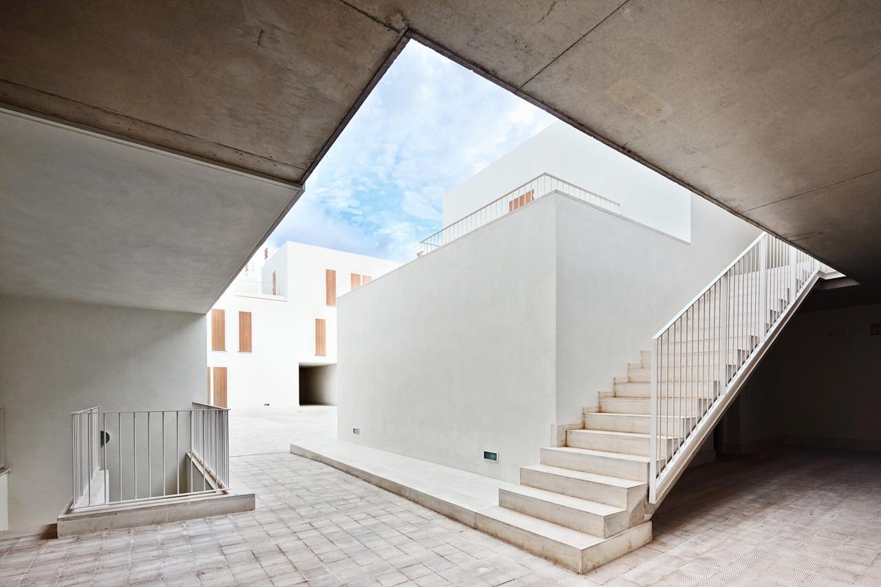 Ripolltizon social housing for Estudio de arquitectura
