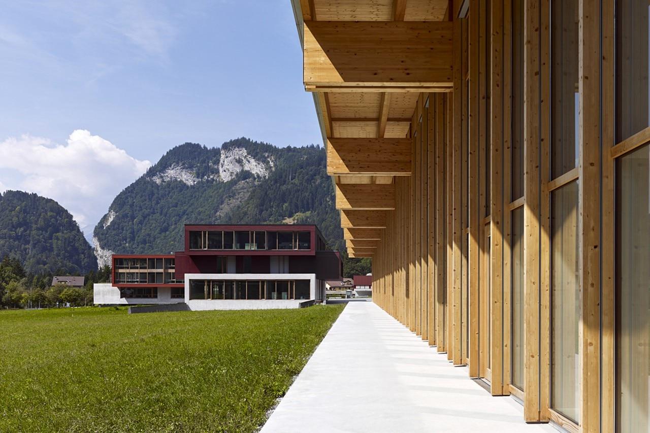 Capannone a gruesch domus for Mazzocchi strutture in legno