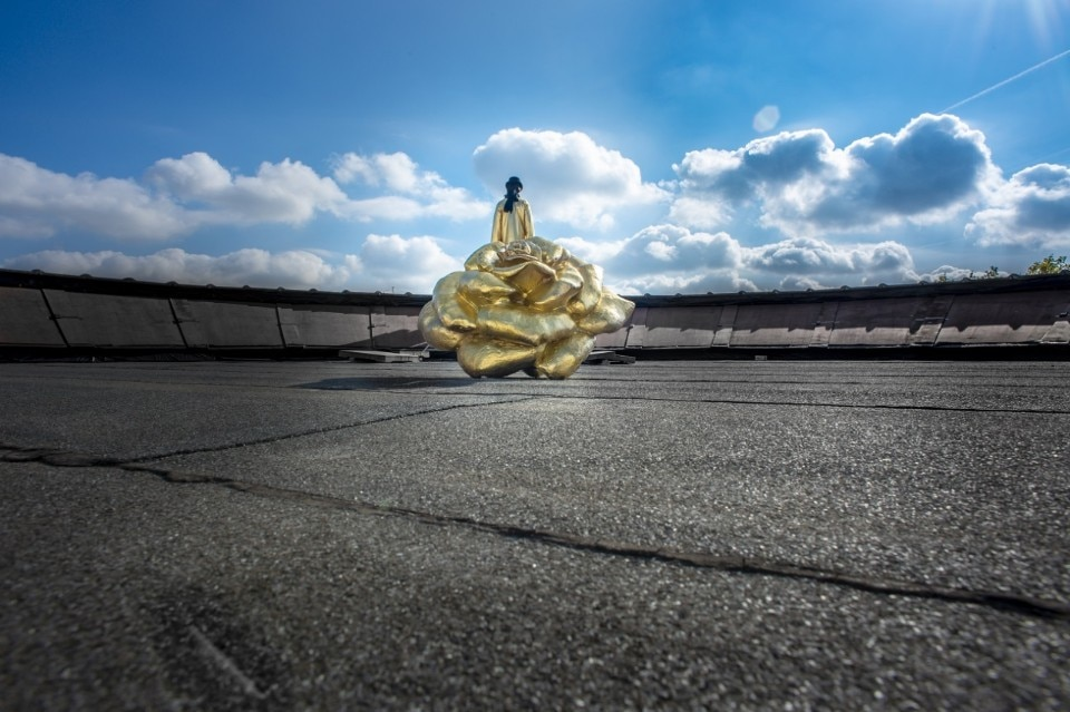 Yola Minatchy, James Lee Byars and the rose on the Roof of the M HKA, 2018 foto M HKA clinckx