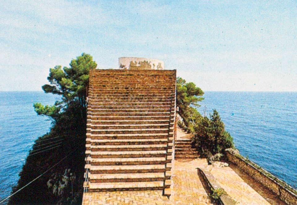 Adalberto libera e villa malaparte for Casa malaparte libera