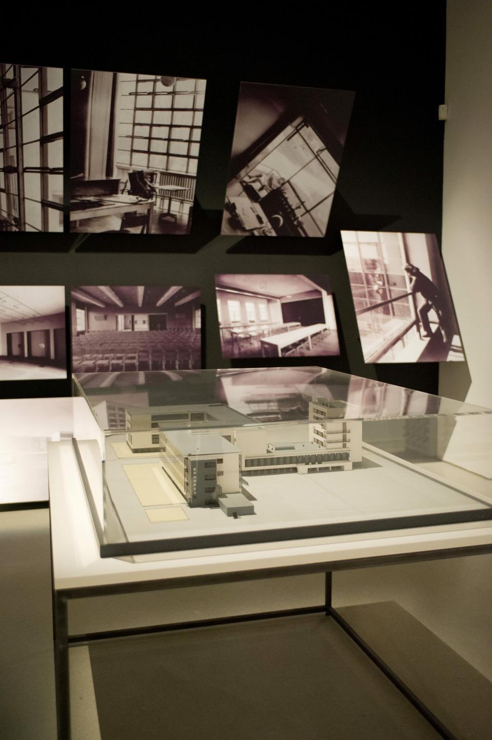 Bauhaus art as life for Bauhaus case in legno