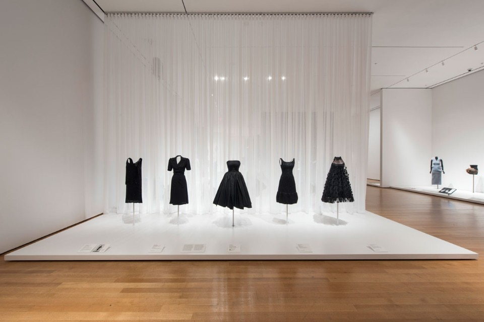 "Img.7 View of the exhibition ""Items: Is Fashion Modern?"", MoMA, New York. © 2017 The Museum of Modern Art. Photo Martin Seck"