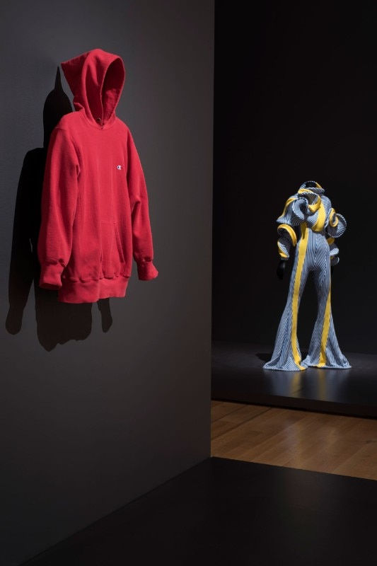 "Img.8 View of the exhibition ""Items: Is Fashion Modern?"", MoMA, New York. © 2017 The Museum of Modern Art. Photo Martin Seck"