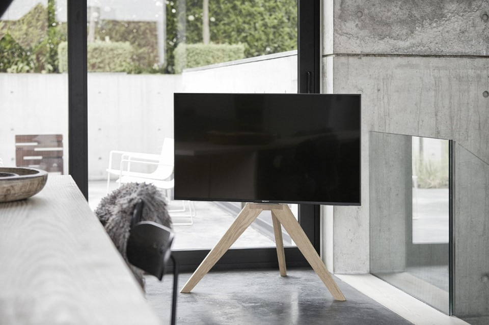 Next OP1: a stand for a TV screen - Domus