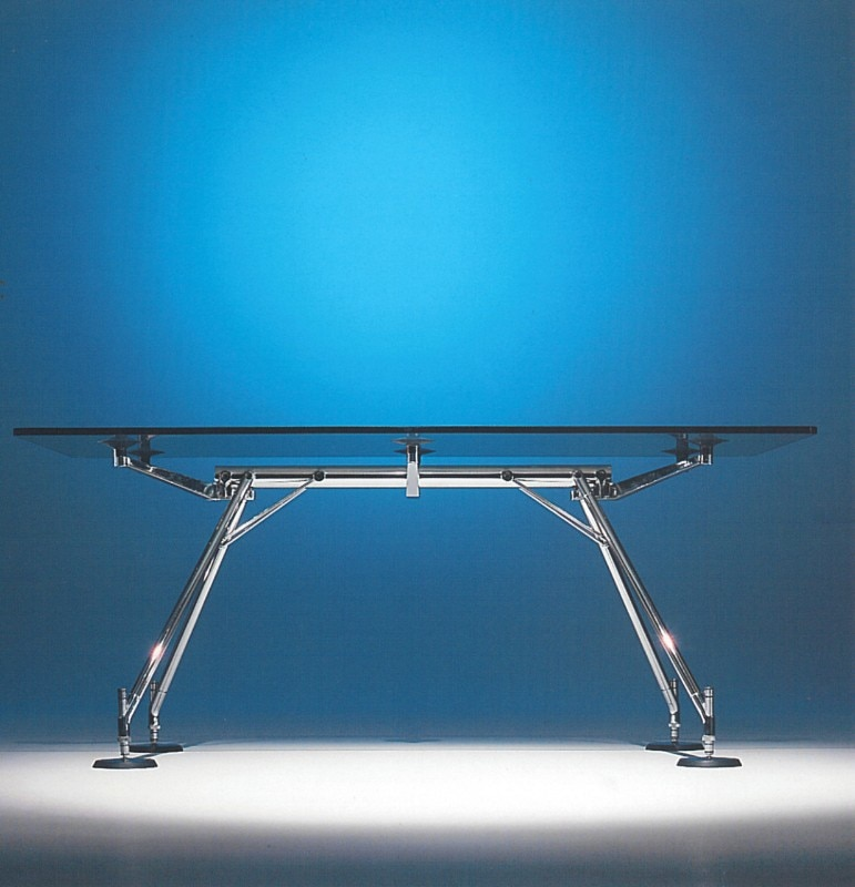 The Nomos table by Norman Foster for Tecno