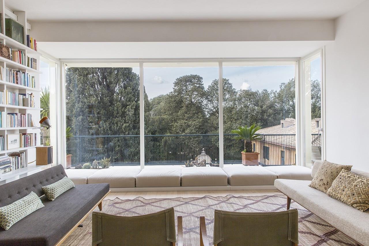 Roma una casa fra gli alberi aperta alla natura domus for Casa design roma
