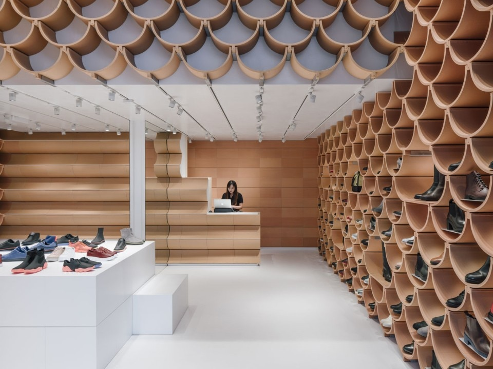 roof tiles become shoe displays in camper store by kengo kuma domus rh domusweb it