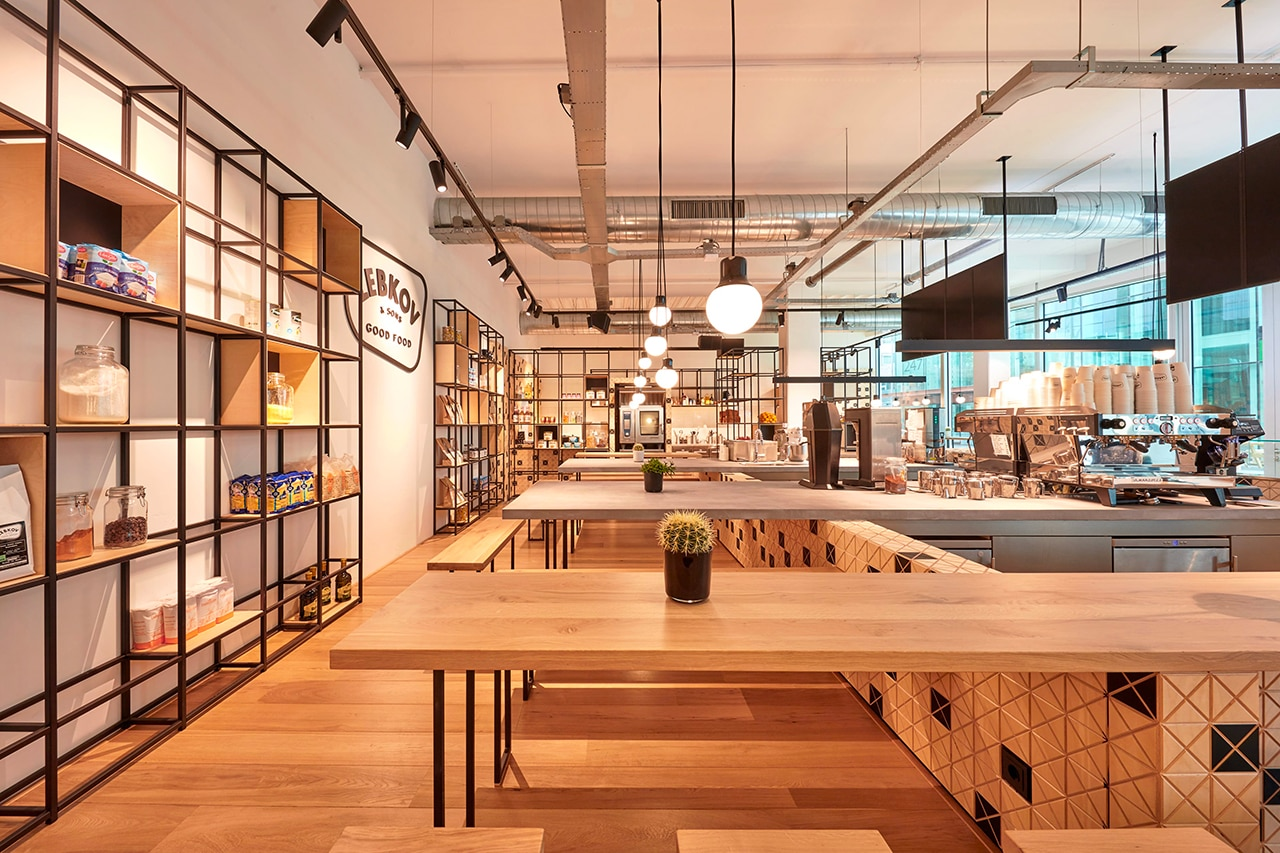 Amsterdam un caffè con piastrelle di legno a effetto dinamico domus