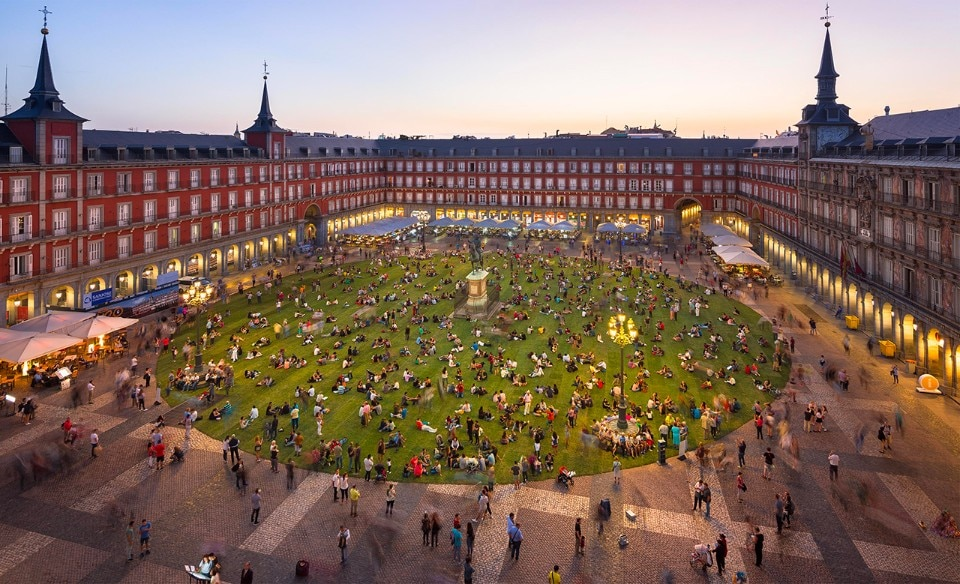 Madrid. Plaza Mayor turns into an urban park for its 400th ...