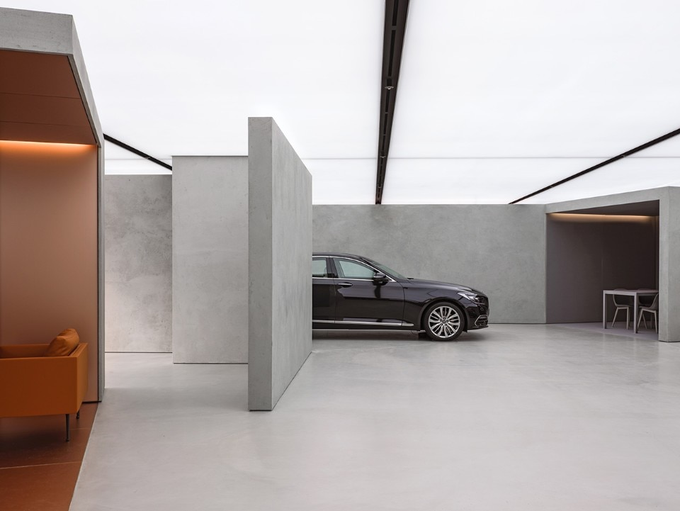 AMO OMA Designs A Dealership That Displays Cars As Works Of Art - Car showroom