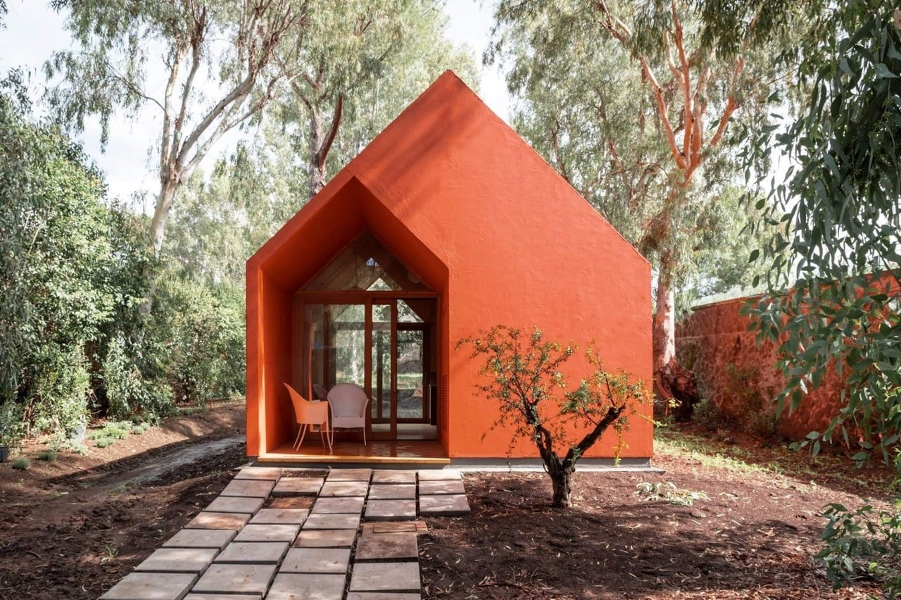 Renzo Piano designs a little red house for the inmates of Rebibbia prison