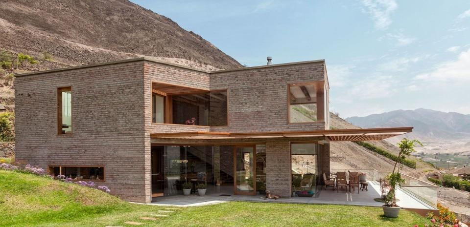 Casa ad azpitia domus for Modernes backsteinhaus