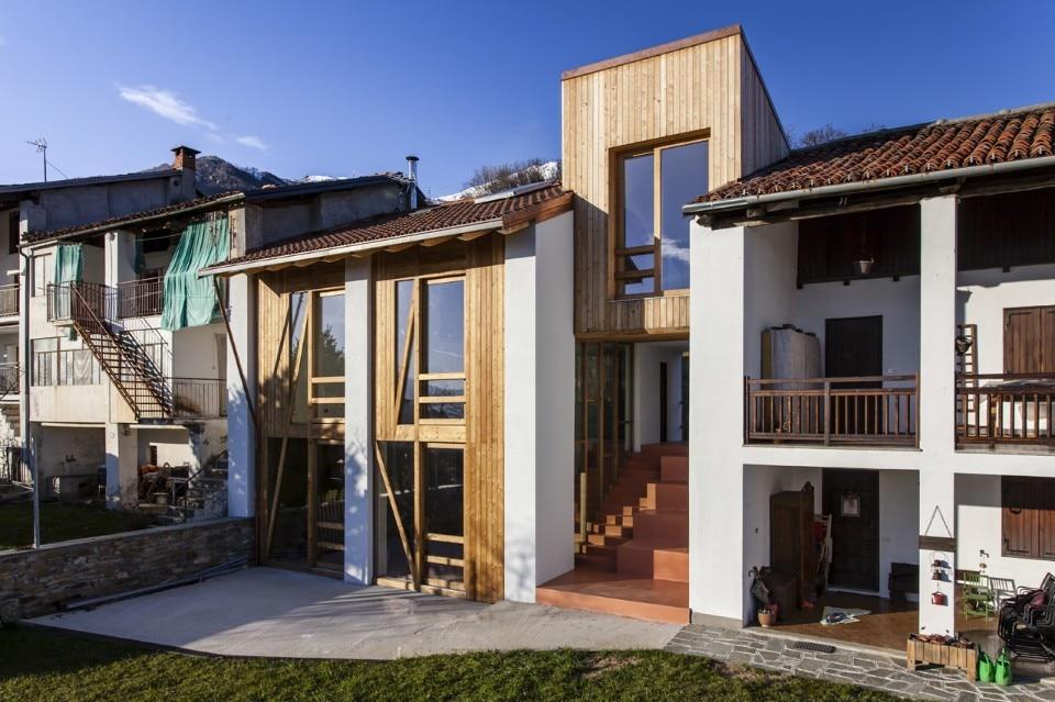 Casa di mezza montagna domus for Mazzocchi strutture in legno
