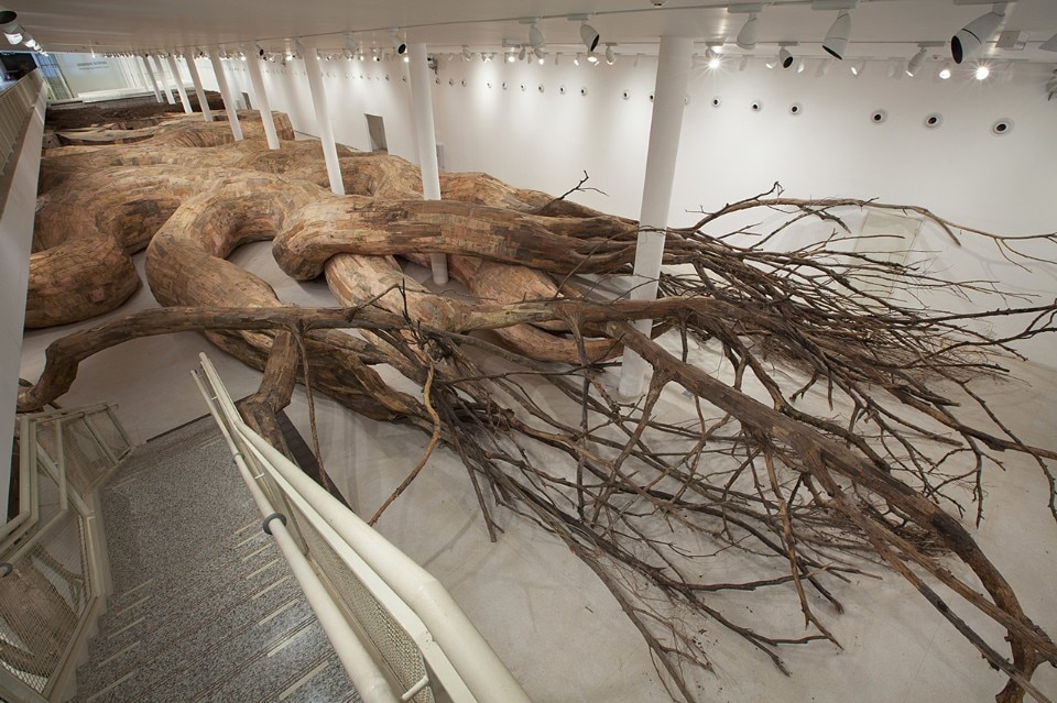 Henrique Oliveira, Transarquitetonica, 2014, Museu de Arte Contemporânea, São Paulo, Brazil. Wood, bricks, mud, bamboo, PVC, plywood, tree brunches and other materials, 5 x 18 x 73 m. Photo: Everton Ballardin