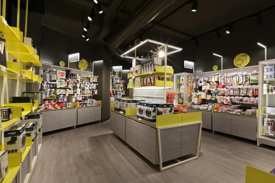 dmail concept store domus. Black Bedroom Furniture Sets. Home Design Ideas