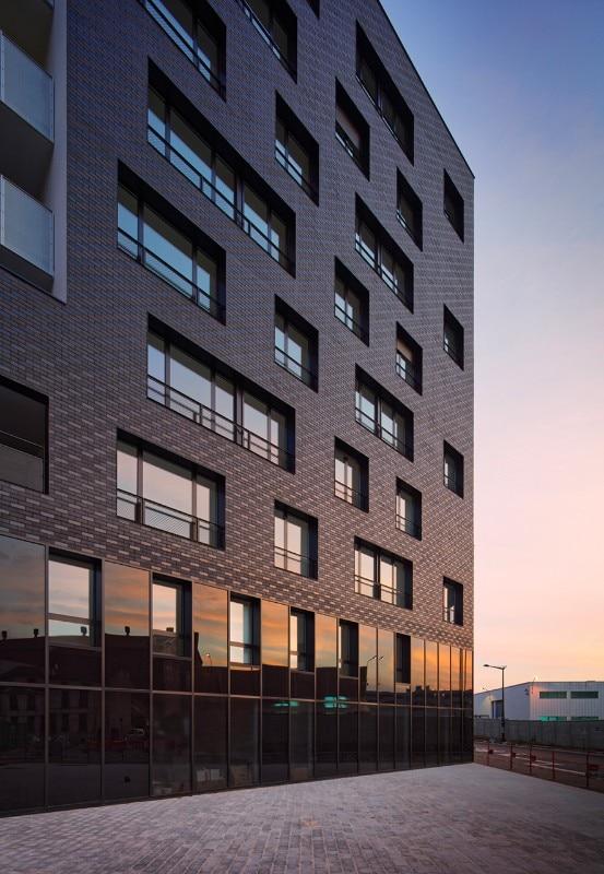 paris 61 social housing units by atelier du pont domus. Black Bedroom Furniture Sets. Home Design Ideas