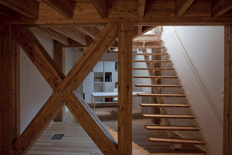 A small wood staircase links the office in the basement to the ground floor.