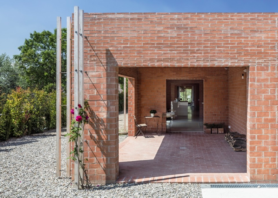 The latest house by H Arquitectes is an open infrastructure