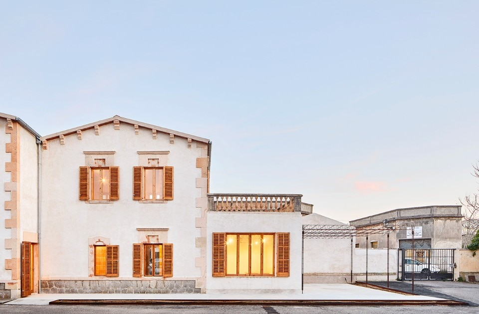 Spanish studio Aulets brings a vineyard into a building