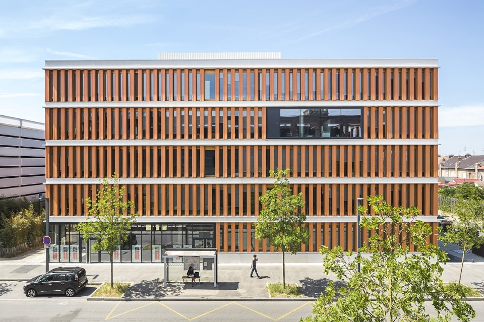 Lille. An office built with 1500 gigantic hollow bricks