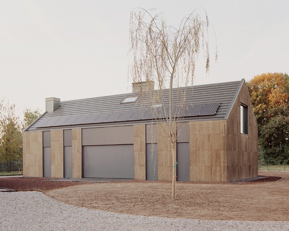 Sustainability and ornament: a house in Italy is clad in 3D pantographed cork