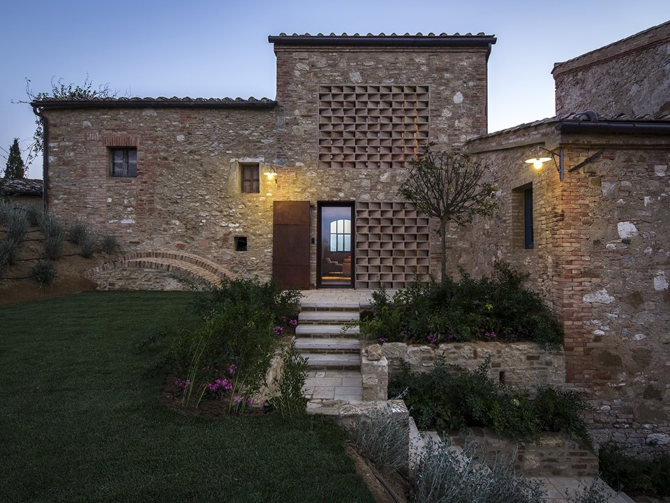 Ciclostile Architettura upgrades farmhouse in Siena countryside