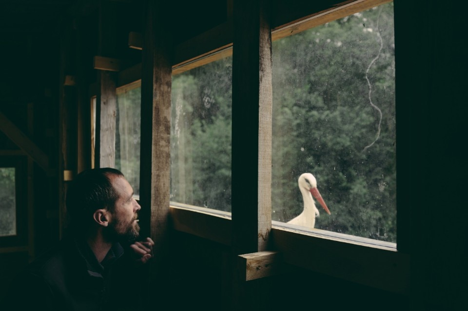 Photographing Tristan Plot, pioneer of ornithotherapy, and his birds