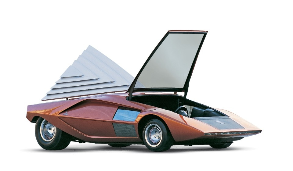 Lancia Stratos Zero, a futuristic sculpture on wheels