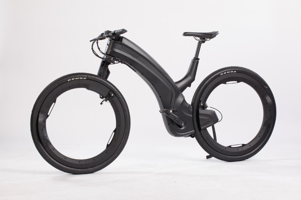 Reevo is a hubless e-bike with theft-proof features
