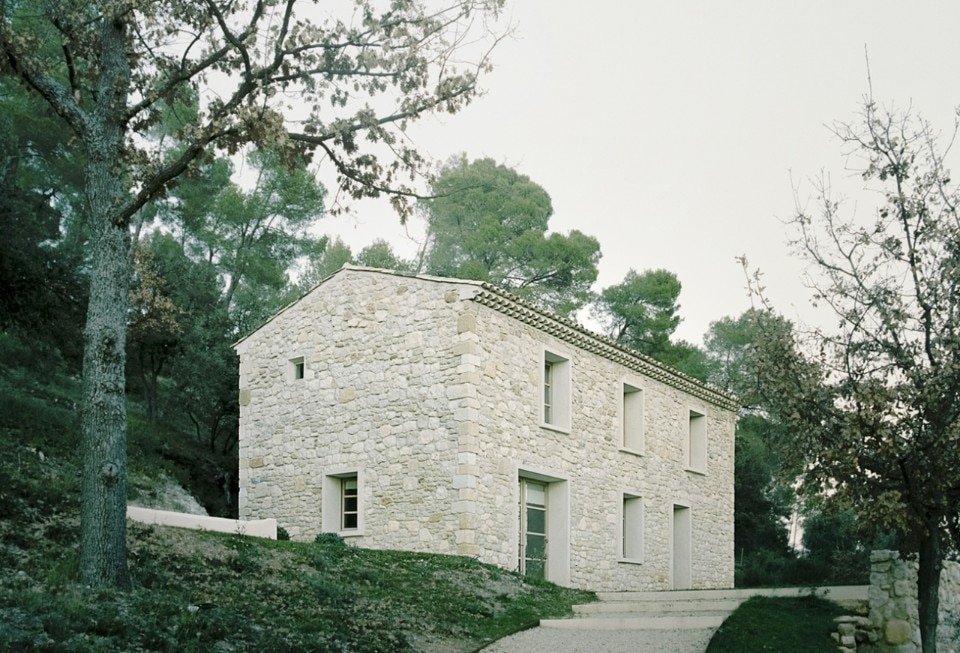 In Provence a farmhouse becomes a refuge with rigorous interiors