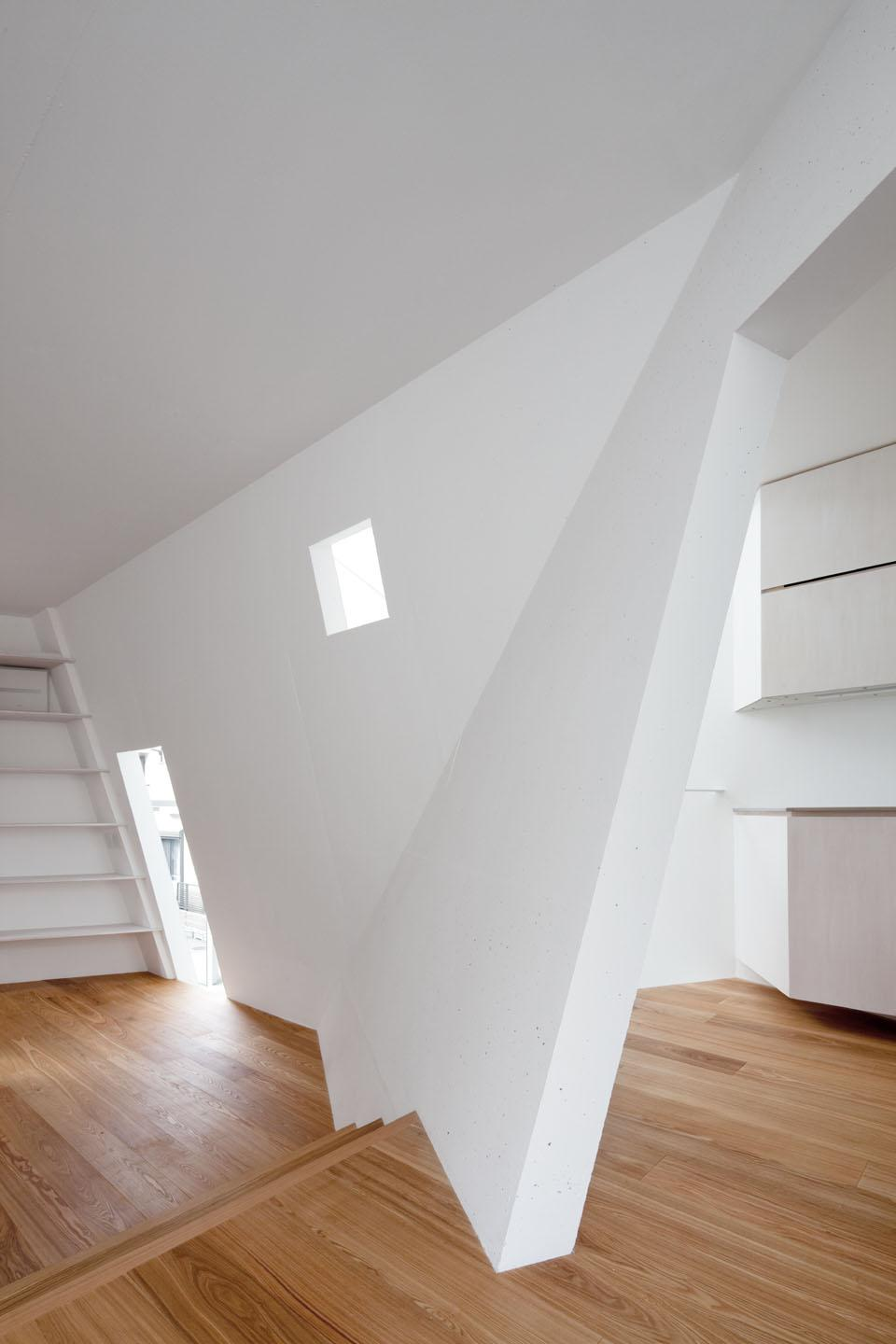 House Folded by Alphaville in Osaka, Japan. Courtesy Alphaville © Kai Nakamura