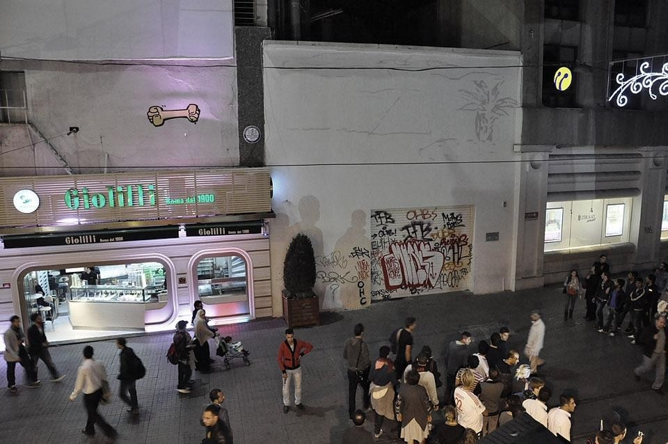 Antonio Ottomanelli, <em>Firefly City</em>, installation view at Istiklal during the 1st Istanbul Design Biennial