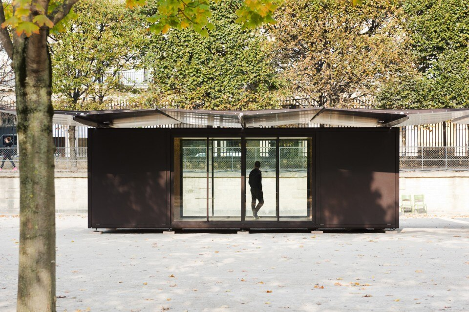 Bouroullec s kiosque domus for Kiosque jardin des tuileries