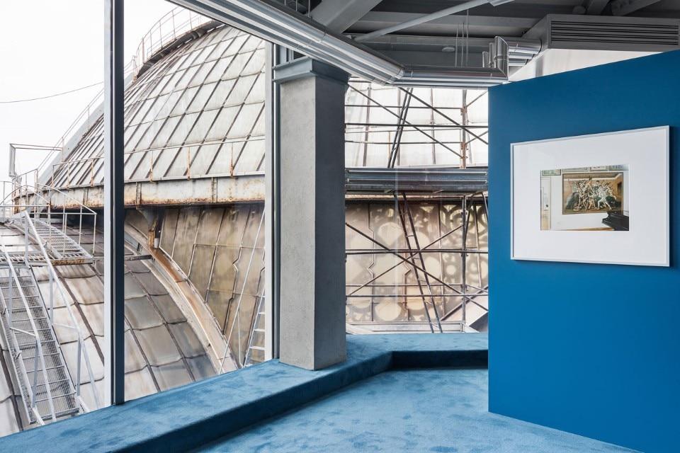 """Vista della mostra """"Questioning Pictures: Stefano Graziani"""", Fondazione Prada Osservatorio, Milano. Poto Delfino Sisto Legnani e Marco Cappelletti. Courtesy of Fondazione Prada"""