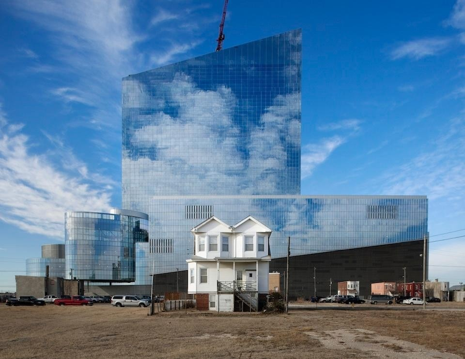 Richard Barnes, <i>Revel Casino, Atlantic City</i> [Bower Lewis Thrower Architects, Arquitectonica, SOSH Architects], 2011. Stampa di proprietà dell'artista.
