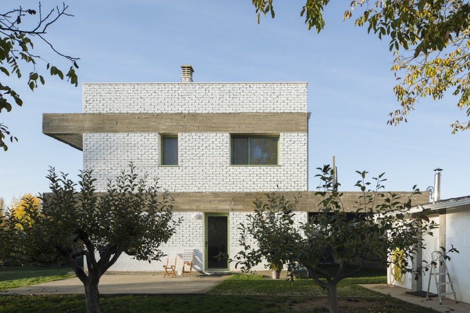 Dialogue House house in an orchard - domus