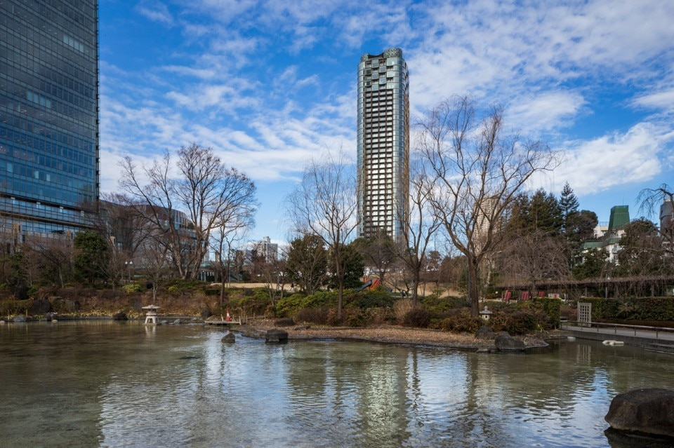 Tokyo. Kengo Kuma completes a tree-inspired tower in glass and aluminium