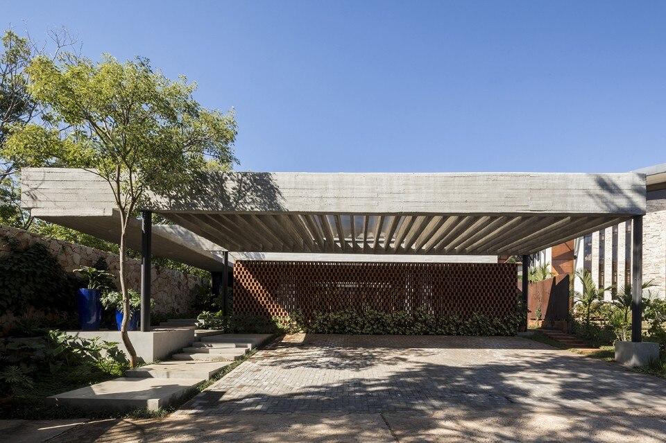 Paraguay. A house that exhibits its constructive logic